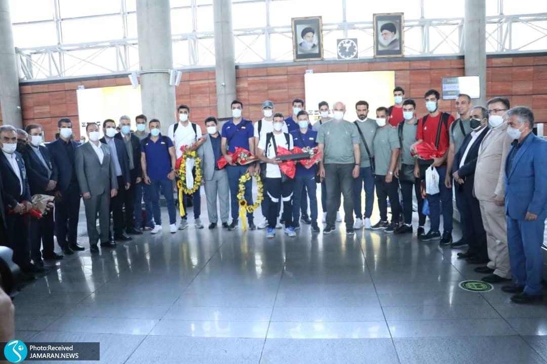 استقبال از تیم ملی والیبال و قایقرانی در فرودگاه