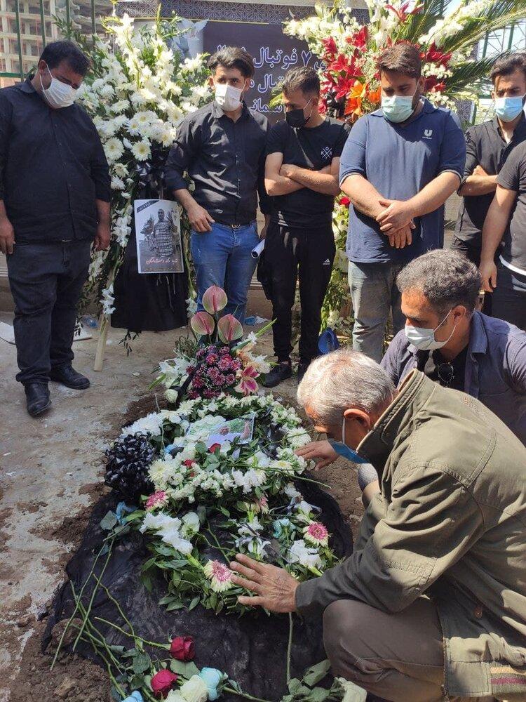 مراسم خاکسپاری نادر دست نشان با حضور اهالی فوتبال