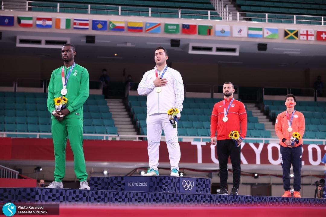 لحظه اهدای مدال طلای سجاد گنج زاده در المپیک 2020