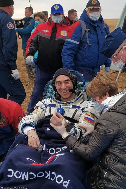 بازگشت فضانوردان به زمین