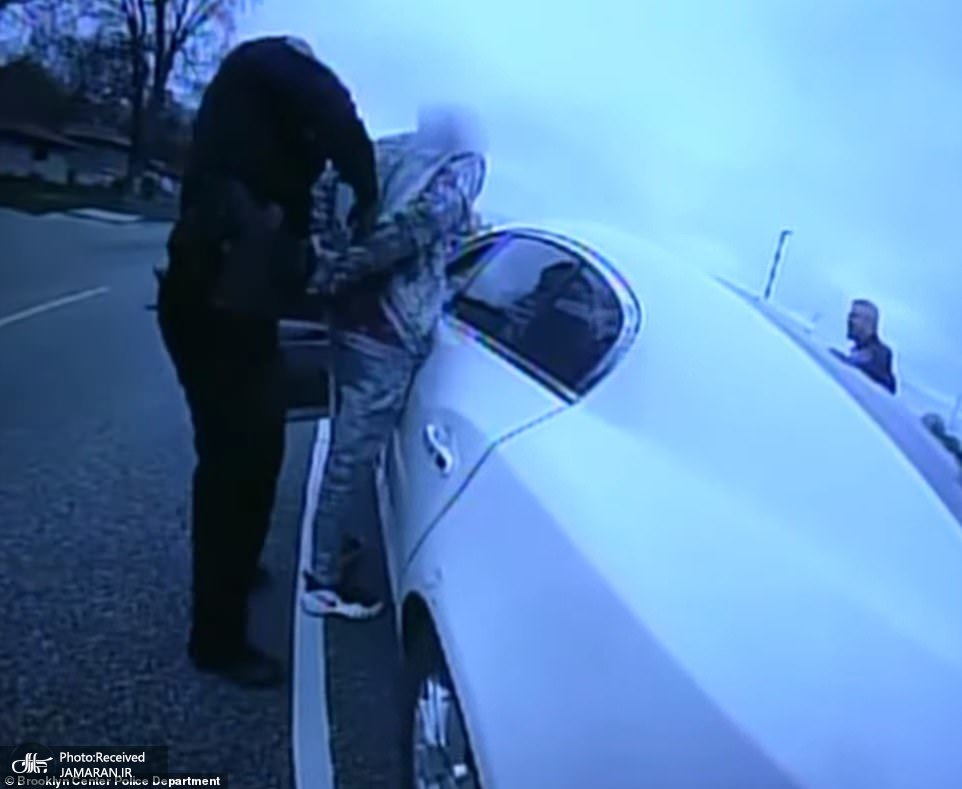 41665910-9464317-Police_body_cam_footage_of_the_fatal_incident_showed_three_offic-a-41_1618278482677