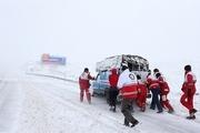 امدادرسانی هلال احمر در ۱۶۳ جاده برفگیر
