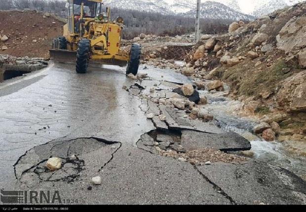 سیلاب به 115 کیلومتر از جاده های لرستان خسارت وارد کرد
