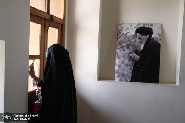 غبارروبی و عطرافشانی محل تولد امام خمینی(س)+تصاویر