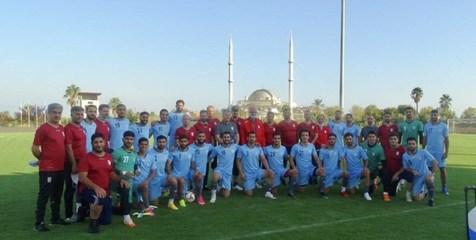 عکس یادگاری تیم ملی فوتبال پیش از آغاز نخستین تمرین در ترکیه