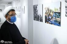 بازدید سرپرست موسسه تنظیم نشر آثار امام خمینی(س) از نمایشگاه عکس و نقاشی حوزه هنری