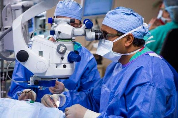 بازگشت بینایی با پیوند شبکیه، دستاورد علمی انقلاب