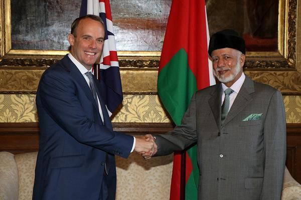 رایزنی وزرای خارجه انگلیس و عمان در خصوص ایران