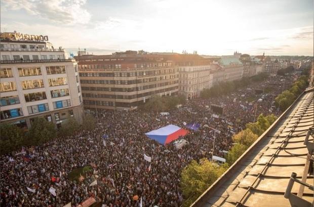 اعتراض گسترده مردم چک به انتصاب وزیر دادگستری+عکس