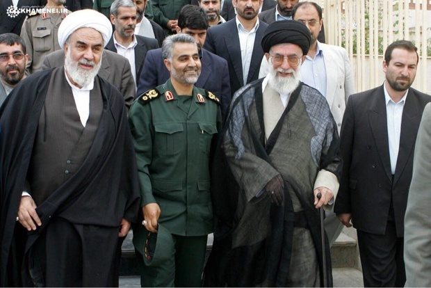 سردار سلیمانی نشان ذوالفقار را از رهبر معظم انقلاب دریافت کرد