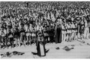 تصویر منتشر نشده از نماز جمعه رهبر معظم انقلاب با حضور شهید بهشتی،  هاشمی و روحانی