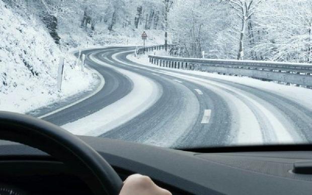 تردد در جاده روانسر به پاوه با زنجیرچرخ امکان پذیر است