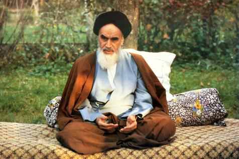 چه شد که امام تصمیم به بازگشت به ایران گرفت؟/ واکنش بختیار به این تصمیم چه بود؟