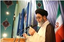 امام جمعه تبریز: آمریکا در جلوگیری از فروش نفت ایران ناتوان است