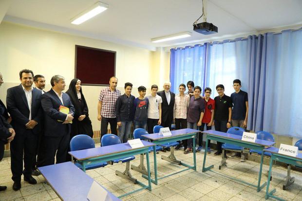 روایت ظریف از انتخاب های دانش آموزان ایرانی در مقابل قدرت های بزرگ