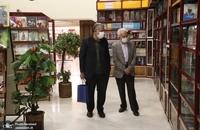 حضور مسجد جامعی در کتابفروشی حافظ و اهدای گل به همسایگان آن (3)