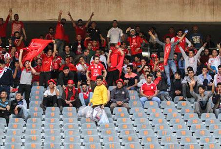 پرشورهای تبریزی جایگاه تماشاگران تبریزی در ورزشگاه آزادی را پر کردند
