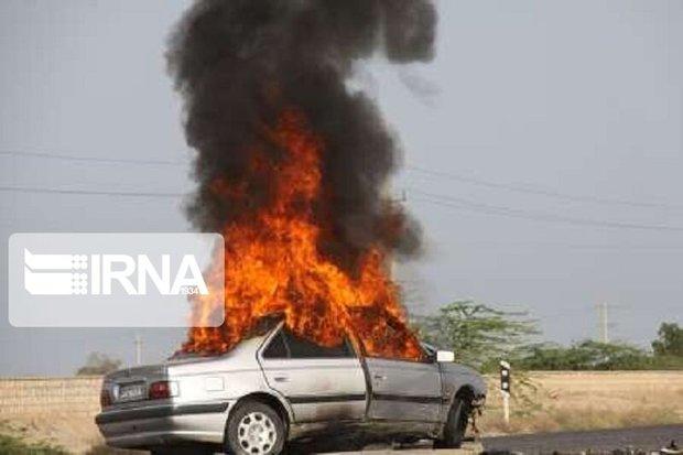 آتش سوزی خودرو پژو و کشف جسد یک مرد در آبادان