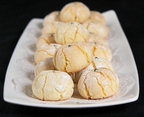 با شیرینی های بادامی از مهمانان عید خود پذیرایی کنید+ طرز تهیه