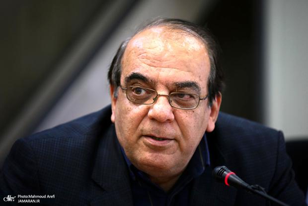 کنایه عباس عبدی به اظهارات عجیب نماینده رشت در مورد رانندگان تاکسی