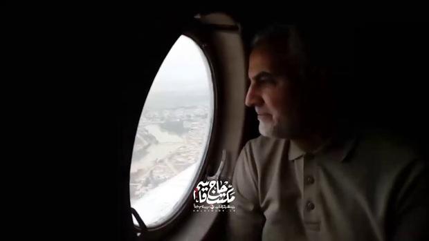 حضور حاج قاسم از داخل هلیکوپتر امدادی تا میان مردم در سیل خوزستان