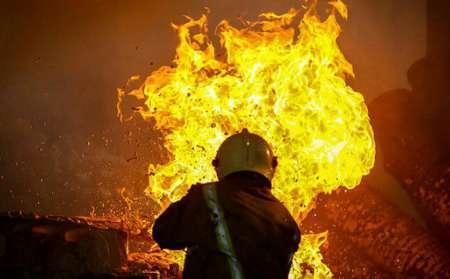 آتش سوزی گسترده در یک انبار ضایعات در دزفول