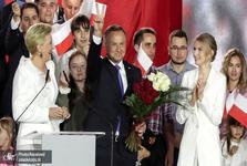 پیروزی دوست پوپولیست ترامپ در انتخابات لهستان