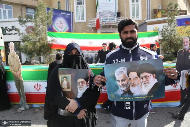طفره رفتن مسئولین از پاسخگویی در خصوص علت حذف نام امام خمینی(س) از قطعنامه راهپیمایی 22 بهمن
