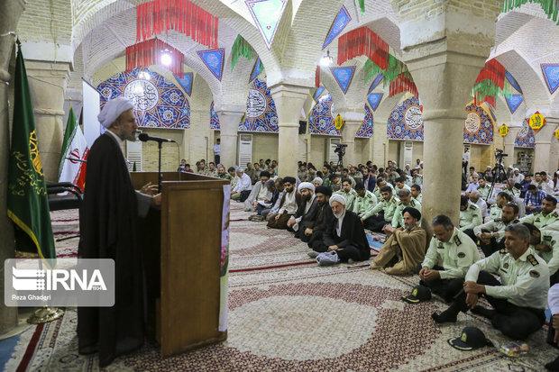 امام جمعه شیراز: فضای رأفت در جامعه شکل گیرد