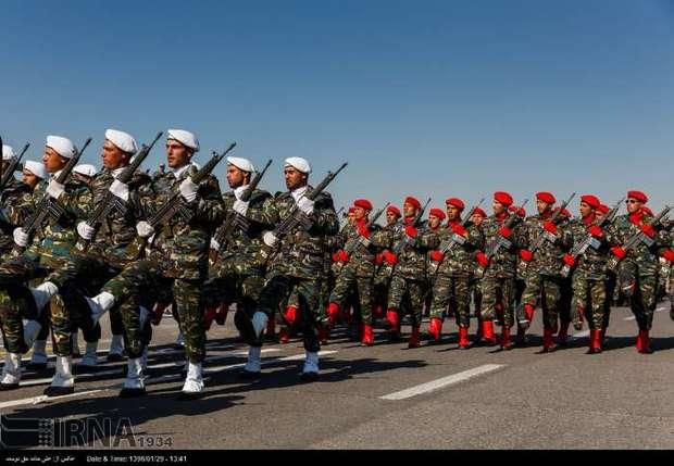 رژه نیروهای مسلح مستقر در کرمان آغاز شد