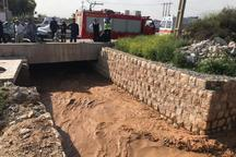 یک نفر در در کانال انتقال آب سلطان آباد شیراز سقوط کرد