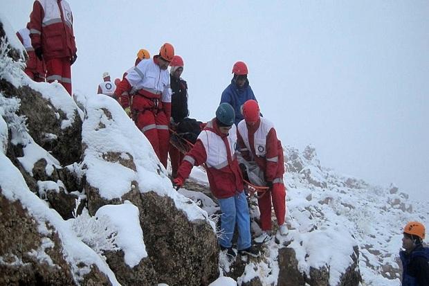 100 گردشگر گرفتار در کوه سهلکی سپیدان نجات یافتند