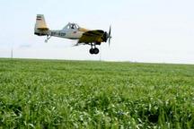 هواپیمای سمپاش برای مقابله با ملخ دریایی در هندیجان مستقر شد
