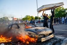 استقرار گارد ملی آمریکا و برقراری حالت فوق العاده در میناپولیس آشوب زده
