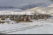 بارش برف راه ارتباطی 32 روستای کوهرنگ را مسدود کرد
