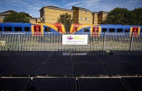 فعال شدن نخستین خط راهآهن خورشیدی جهان در انگلیس