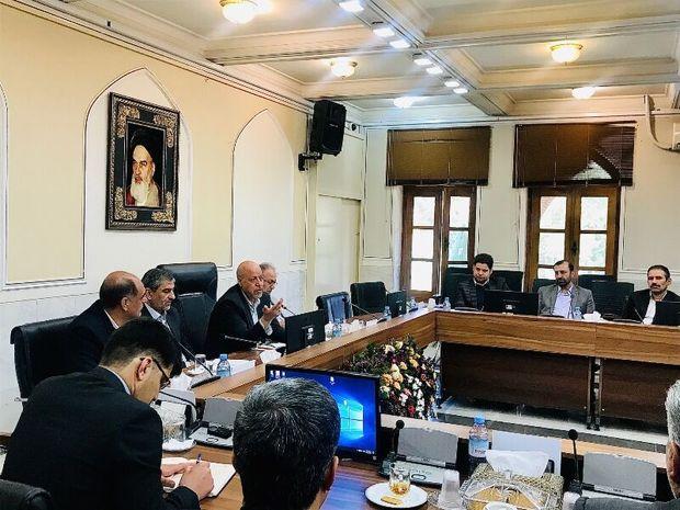 استاندار اصفهان: نظارت مستمر بر ثبت انبار واحدهای صنفی الزامی است
