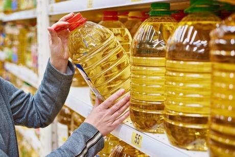 کشف 1800 بطری روغن خوراکی احتکار شده در جاسک