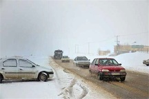 امدادرسانی مسافران گرفتار در برف جادههای جغتای