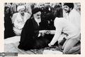 حضور آیت الله صدوقی در نماز جماعت امام خمینی در نوفل لوشاتو
