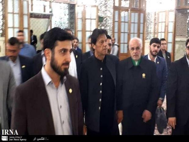نخست وزیر پاکستان به زیارت حرم مطهر امام رضا (ع) رفت