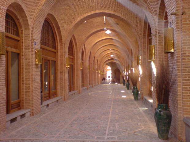 حضور دوچرخه سواران بر روی بام سعدالسلطنه آسیبی به این بنای تاریخی وارد نکرده است
