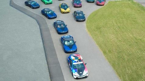 18 خودرو با رنگبندی خاص در جشن پایان تولید ب ام و i8
