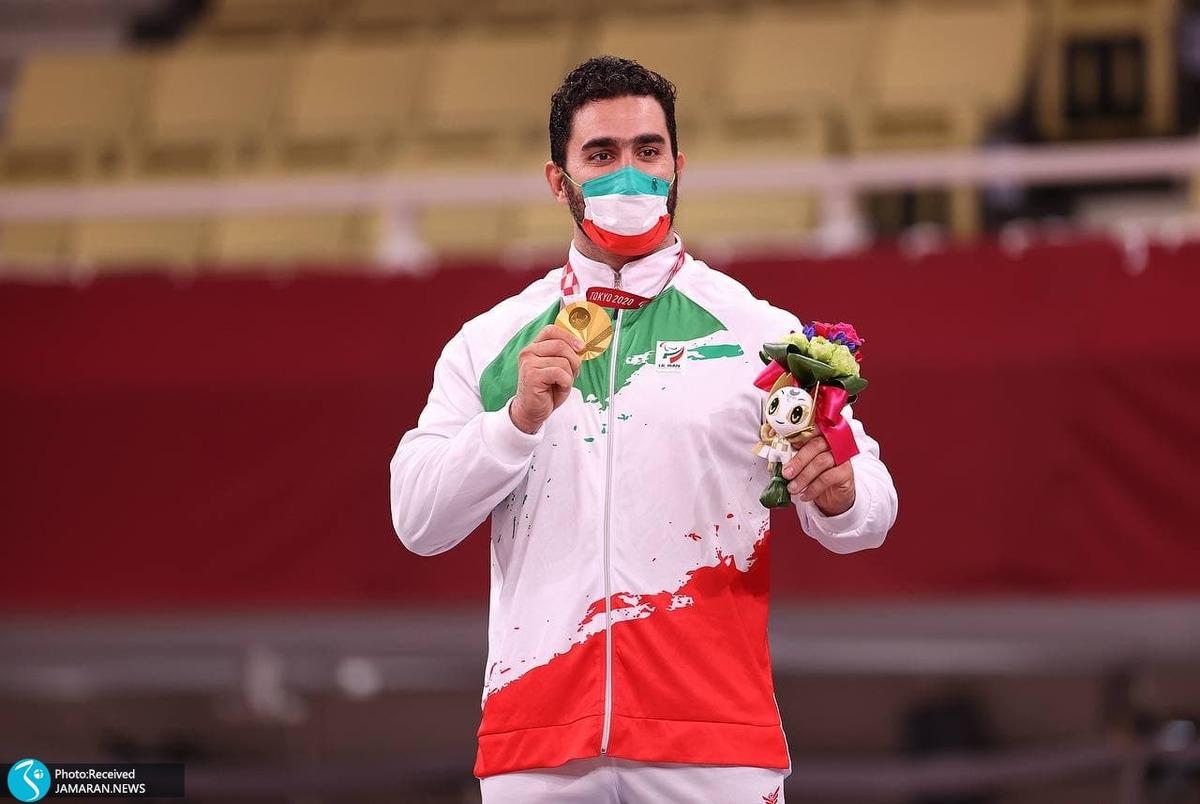 لحظه اهدای مدال طلای خیرالله زاده و نقره صلحی پور در پارالمپیک 2020 + عکس