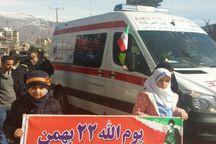 امدادگران اورژانس به راهپیمایان خدمات دهی می کنند