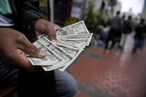 بررسی عوامل سیر کاهشی قیمت دلار در اولین روز هفته