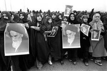 نمایشگاه نقش زنان در پیروزی انقلاب در استانداری قزوین برپا شد
