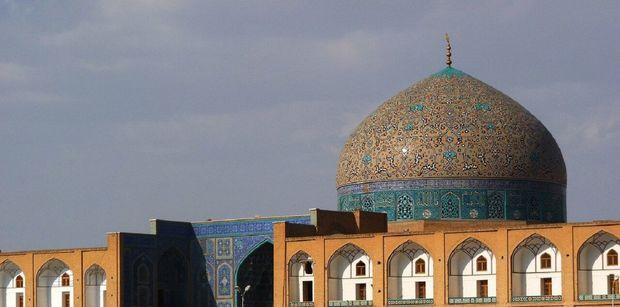 مرمت گنبد مسجد شیخ لطفالله طبق ضوابط و با دقت در حال انجام است