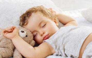 سن مناسب برای جدا کردن اتاق خواب کودک از والدین؟