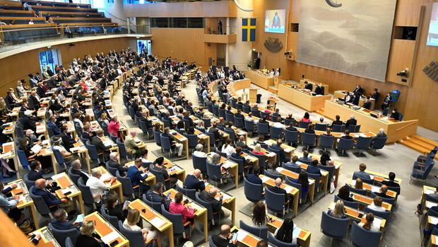 برای نخستین بار در تاریخ سوئد پارلمان دولت را ساقط کرد